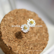 Wholesale fashion jewelry simple and elegant 925 sterling silver daisy earring
