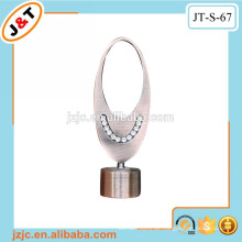 Stretch-Metall-Pole mit Diamant-Vorhang Finial