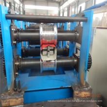 Canal de lluvia hacia abajo tubería que hace la máquina