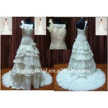 Tira de um ombro com flor artesanal com muitos vestidos de casamento com vestido de rugas