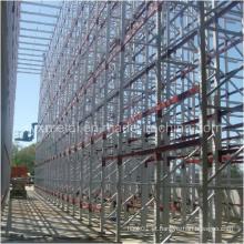 Instalação de edifícios suportada durante o rack de paletes de construção