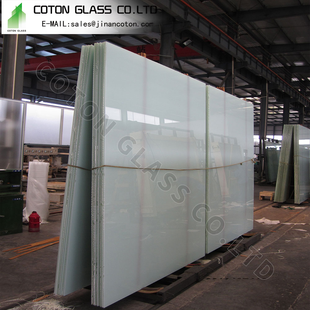 Cutting Laminated Glass Windshield