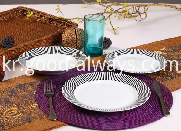 PORCELIAN DINNER SET