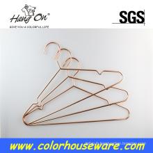 Cintre en métal or câble électrique rose