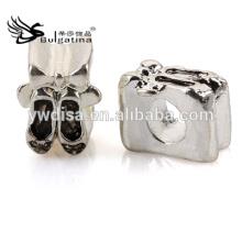 Los granos del metal de la forma de los zapatos con la plata antigua platearon el metal al por mayor rebordea la nueva llegada 2014