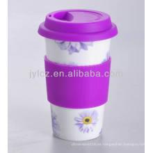 taza de café de porcelana con tapa de silicona