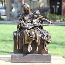 Escultura de bronce de madre e hijo