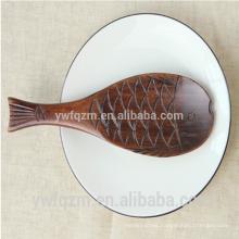 Cuchara de té de madera con forma de pez lindo tallado a mano