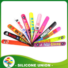 2017 cheap free sample silicone slap bracelet