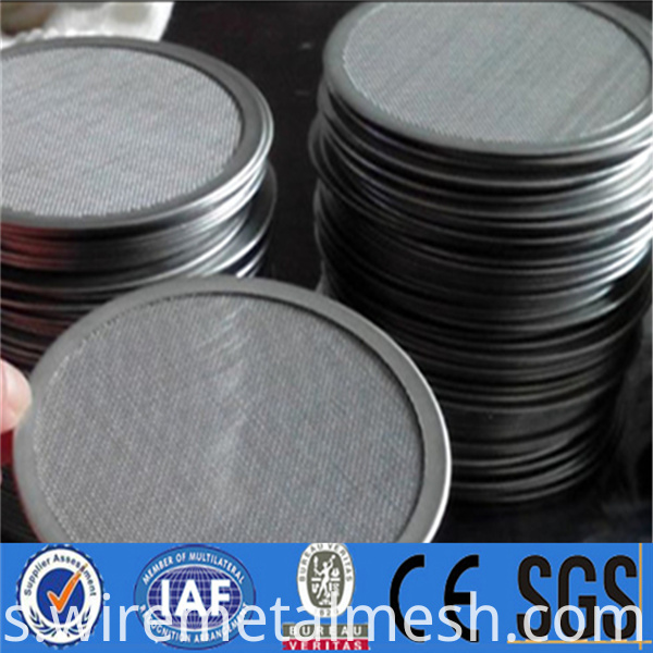 High tensile corrosion resistance stainless steel filter disc (43)