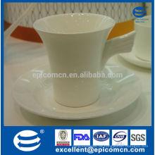 Zarte geformte weiße Keramik-Kaffeetasse mit Untertasse neue Knochen Porzellan