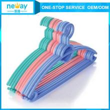 Strukturelle Behinderungen Antiskidding Kunststoff Kleiderbügel