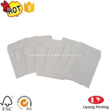 Envelope de papel branco com janela de PVC