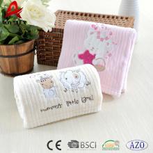 manta bordada del bebé del paño grueso y suave coralino, modelos de la manta del bebé