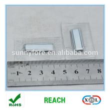 bouton d'aimantation carré PVC