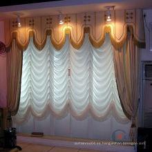 Ventana en forma de ventana Cortinas romanas y persianas