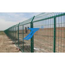 Cerca de la valla de seguridad cerca de la prisión / cerca de la cárcel / cerca del aeroplano