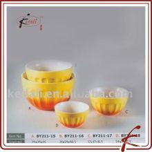 Tigela de porcelana em cor amarela