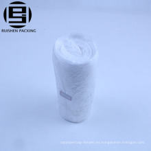 Bolsas de basura transparentes de plástico grueso rodando