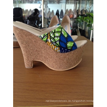 Afrikanische bedruckte Stoffe Keilabsatz Frauen Sandalen (Hs06-03)