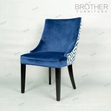 Chaise en bois de style français restaurant tissu tufté dinant la chaise