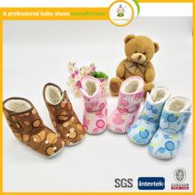 2015 zapatos baratos del cargador del bebé del niño del niño del niño barato de la fábrica del nuevo estilo en invierno