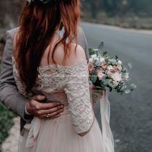 Vestido de novia de encaje sin tirantes de tren de la catedral de la catedral. Vestido de novia con abalorios. Prueba el mundo a 10086.
