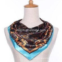 Echarpe en mousseline de soie à motifs imprimés floraux