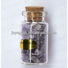 Colección de piedras preciosas de chip Amethyst en botella