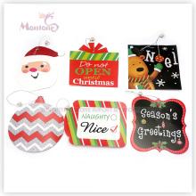 Étiquettes de cadeau de Noël avec chaîne