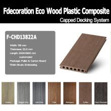 Hölzernes strukturiertes zusammengesetztes Plastikholz mit einer Kappe bedeckter WPC-Bodenbelag