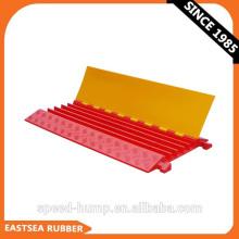 Guardia de cable de plástico de 5 canales de PU resistente al aire libre, naranja y amarillo