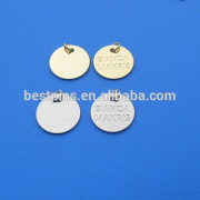 Round shape embossed custom logo gold/silver jewelry pendants