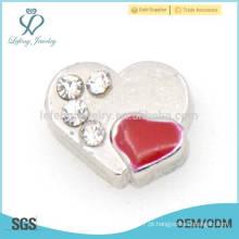 Pave encantos do coração, jóia vermelha da forma do coração
