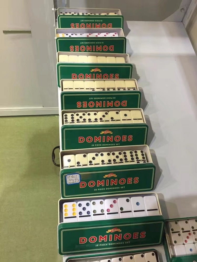 Urea Dominoes Tin Box
