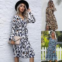 Kleid mit V-Ausschnitt und Kordelzug Vintage Kleider