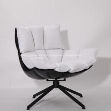 Playcent Husk Lounge Chair por Patricia Urquiola