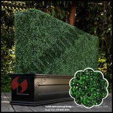 Künstliche Topiary-Buchsbaumhecke mit Pflanzer
