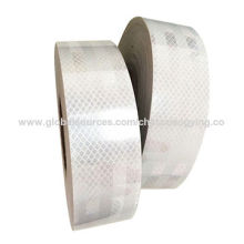 Fita reflexiva branca em PVC para segurança rodoviária