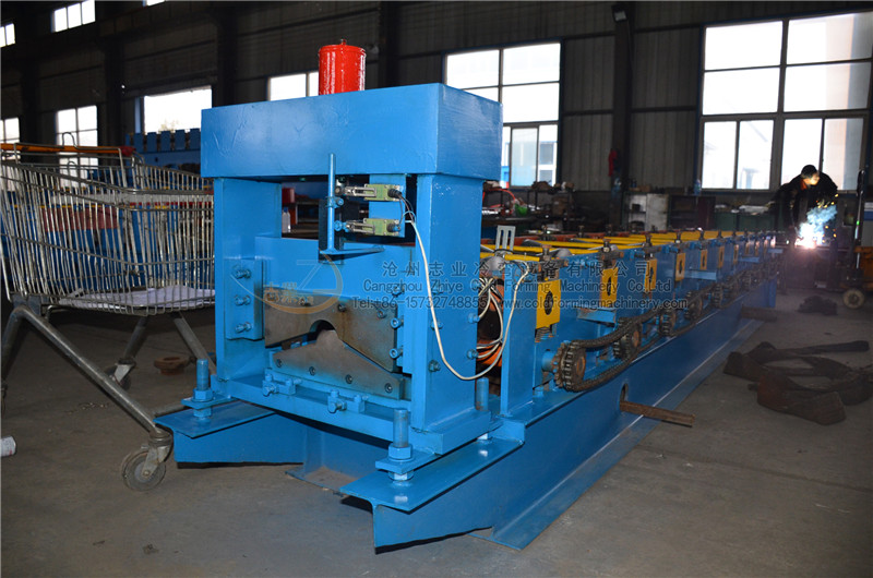 Galvanized European Type Ridge Sheet Roll Forming Machine
