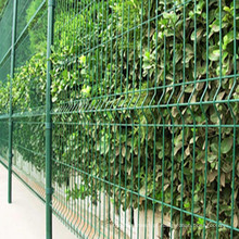 Cerca de jardim revestido de PVC e fechamento