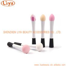 Pinceles de maquillaje cosmético de cabeza coloreada de la esponja