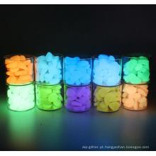 Brilham nos seixos escuros Luminosos pedras artificiais para decoração de jardim de tanque de peixes