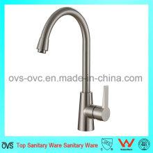 Agua que ahorra el golpecito Agua caliente y fría Accesorios de la cocina