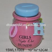 Керамическая розовая банка с крышкой