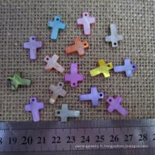 Petite croix colorée de la mère de la perle, croix croisée