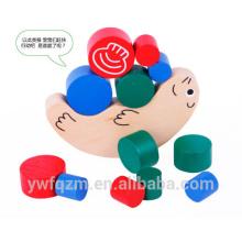 Hölzernes Kinderpuzzlespielspielzeug der lustigen Schnecke