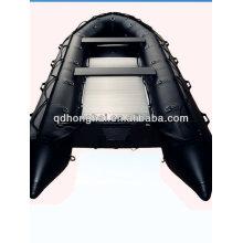Schweren militärischen Angriff Boote Schlauchboote