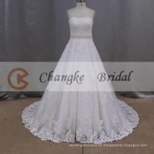 Una línea de amor vestido de novia de longitud del piso con un marco de la llamarada