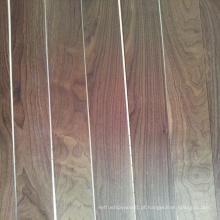 Revestimento de madeira pré-acabado